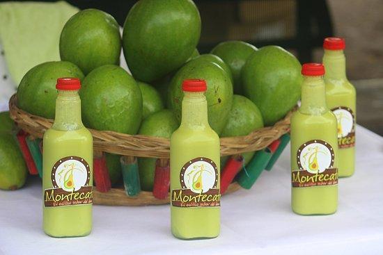 Casanare Department, Colombie : Licor artesanal de aguacate. Delicioso!