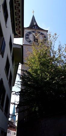 Οι μεγαλύτεροι δίσκοι ρολογιού στην πόλη .