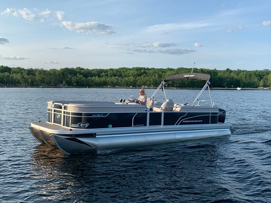 Sebago, ME : Returning to the marina with one of our new Princecraft Vectra 25 foot Pontoons sporting a Mercury 115hp Pro SX!