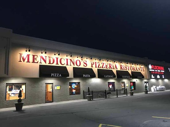 Moscow, PA: Nice night view of the restaurant from the parking lot