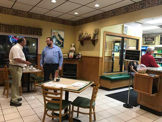 Moscow, PA: Fairly roomy place to eat