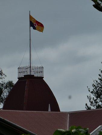 週末は国王旗が掲げられてました