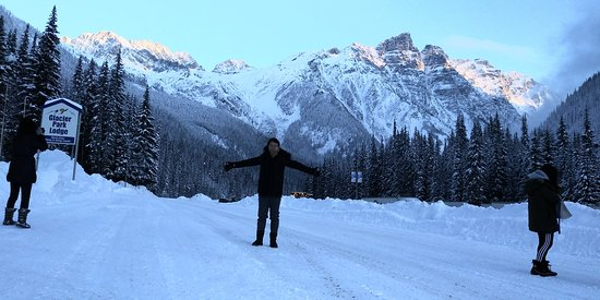 Canadese Rockies, Canada: Surrounded by beautiful Canadian Rockies!!