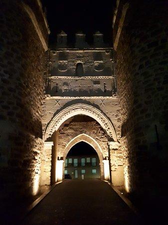 Villalpando, إسبانيا: Villalpando, Zamora. Puerta de San Andrés.