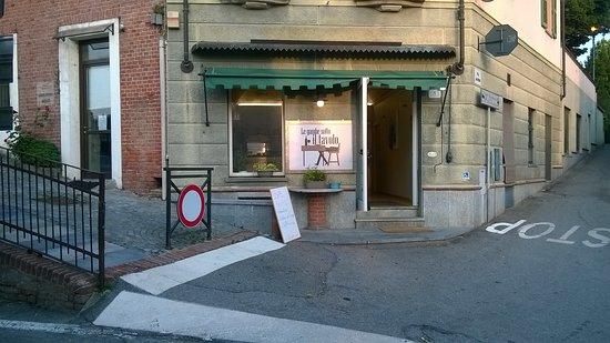 Azzano d'Asti, איטליה: Le gambe sotto il tavolo