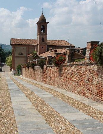 la Chiesa e la salita al castello