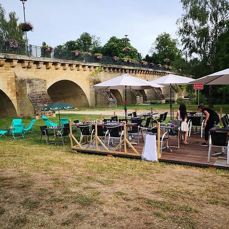 La Carlina du bord de Seine en face du restaurant pizzeria la Carlina au 8 Quai Albert joly 78250 Meulan en Yvelines.