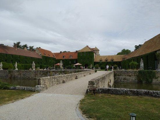 Villiers-le-Mahieu ภาพถ่าย