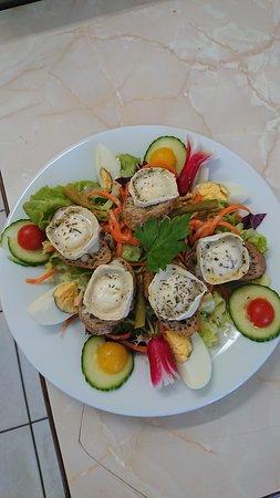 Daluis, Francia: salade de chèvre chaud