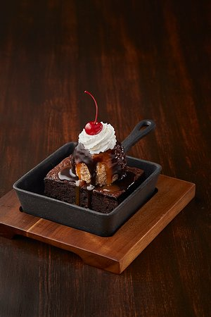 MR MIKES Steakhouse Casual Kitimat: Uber Brownie