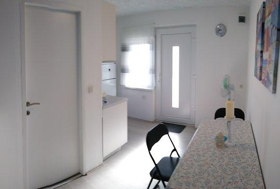 Gornji Karin, โครเอเชีย: Karisko more apartmen 2+1