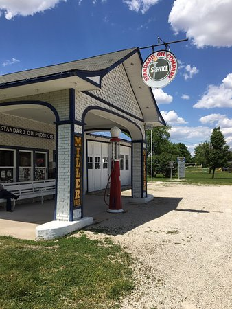 Odell, IL: Nice gas station