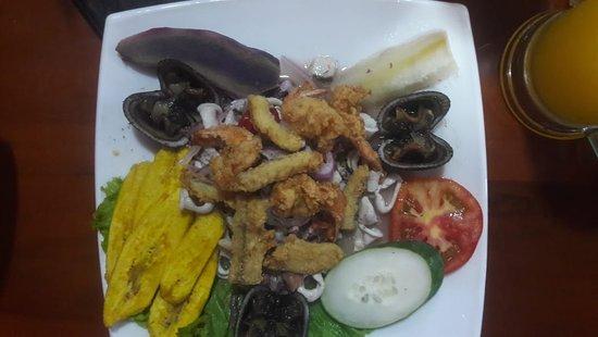 Zamora-Chinchipe Province, الإكوادور: Restaurant Jalif ofrece una especialidad de mariscos.