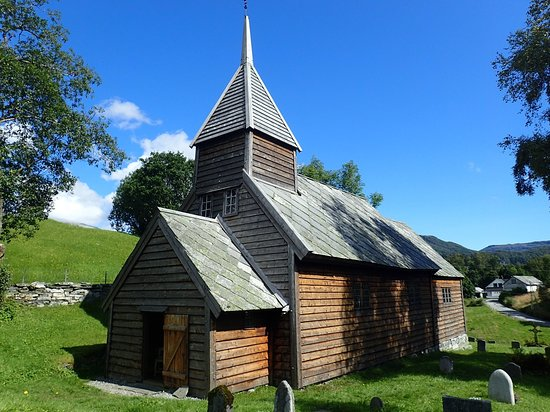 The lafted timber church on it´s church yard.