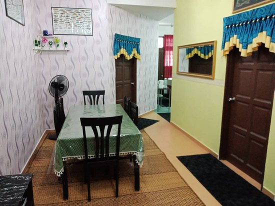 Ketereh, มาเลเซีย: living area niks homestay