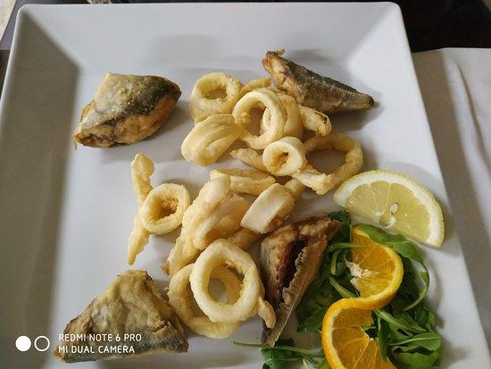 Riace, Italia: Frittura con pescato del giorno