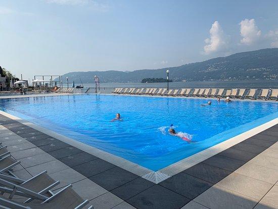 Fantastisch zwembad met strand en restaurant