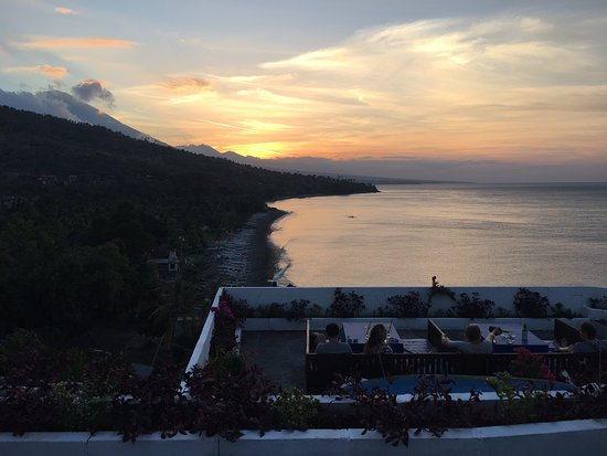 Waeni's Sunset View Bungalows/restaurant: Beauty in its on merit.