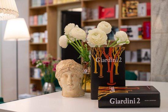 Club & Bookstore Giardini 2
