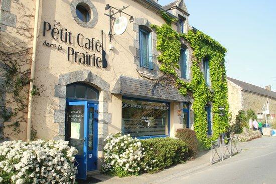 Sulniac, ฝรั่งเศส: La façade du Petit Café dans la Prairie au Gorvello