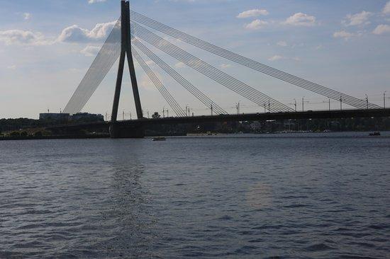 다우가바 강과 다리
