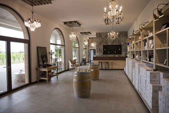 Pozzolengo, إيطاليا: Wine shop