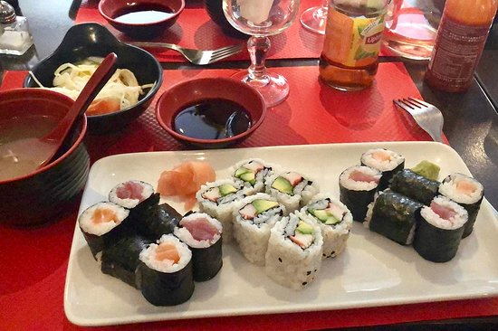 Fontenay-aux-Roses, Γαλλία: Sushi meal included miso soup and salad