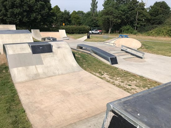 Field End Recreation Ground Skatepark