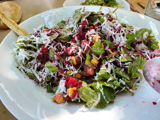 Φαλατάδος, Ελλάδα: Arugula Salad with Corn, Beets, Apples, Nuts, Cheese.