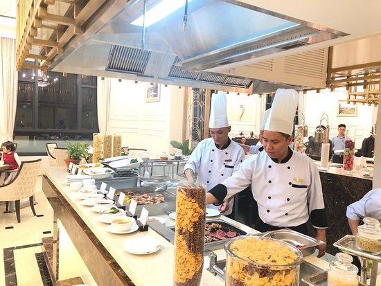 Phu Ly, Vietnam: Các món ăn được thể hiện bởi tay nghề tài hoa của các đầu bếp 5*