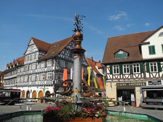Historischer Marktplatz mit Marktbrunnen