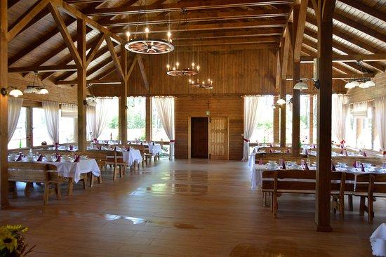 Kadzidlo, โปแลนด์: Nasze wnętrze wykonane jest w pięknym drewnie ,w stylu Kurpiowskim.