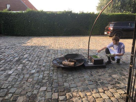 Zingem, Belgia: Grillen van lente-ui