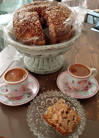Οι ζακυνθινές γεύσεις έφτασαν και στην Αθήνα πάνω στην ώρα για πρωινό καφεδάκι!