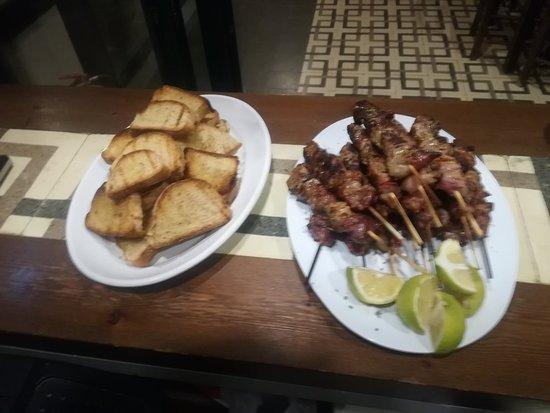 Lakkoi, اليونان: Σουβλάκια χοιρινά