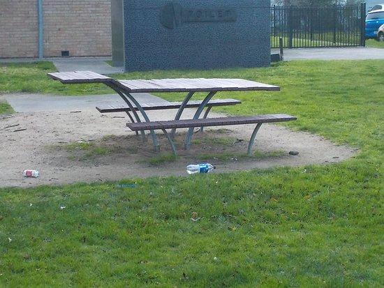 Coburg North, Australia: picnic table and seats