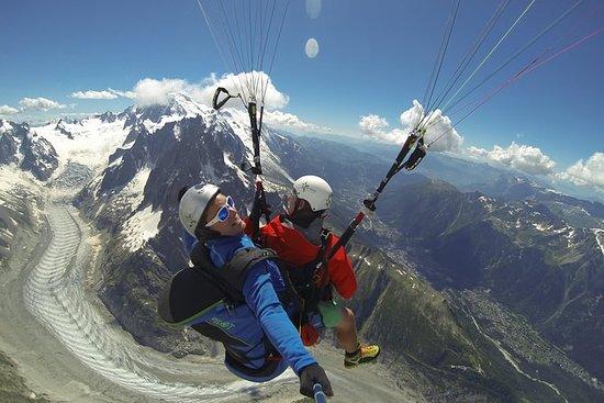 Parapente en tándem en los Alpes en...