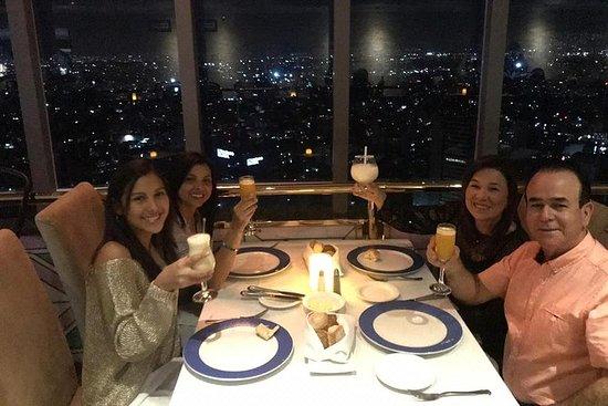Cena in un ristorante panoramico e