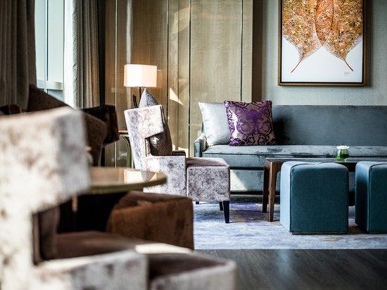 Club InterContinental Living Room Details