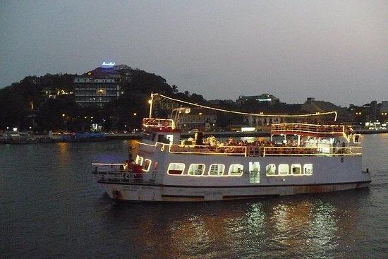 Cruise under solnedgang på Goa med...