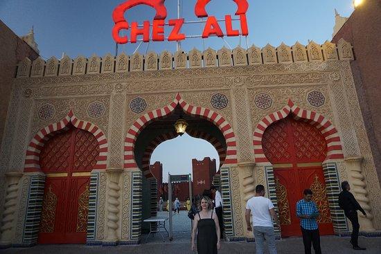 Restaurant Chez Ali: Entrada gigantesca al mega restaurante/espectaculo