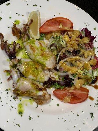 Portic Boqueria: Calamares a la plancha con ensalada