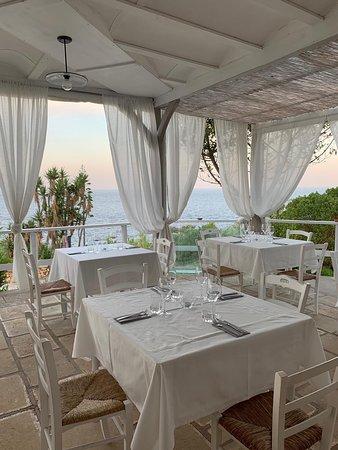 Anemos Restaurant & Cocktail Bar