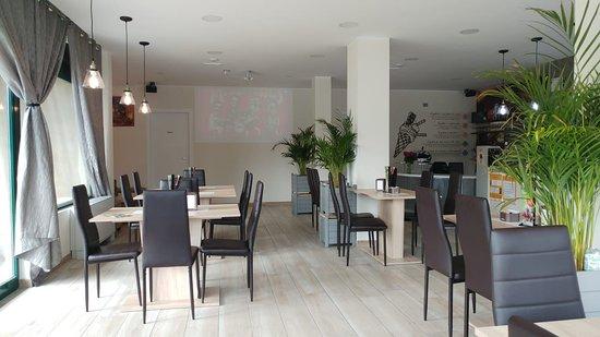 Madone, อิตาลี: Colori tenui ed eleganti ch conciliano una colazione o un aperitivo in compagnia