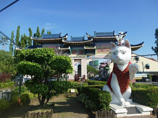 Padungan Roundabout Cat Statue