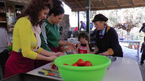 Megali Mantineia, Hellas: A fantastic Cooking lesson with the participation of our kids in Mama's Art Farm Tour!!