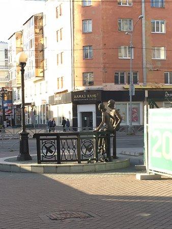 恋人達の銅像