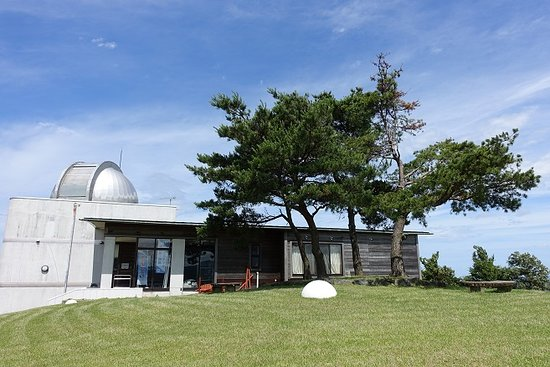 Sakata, Japan: 山頂に所在する施設