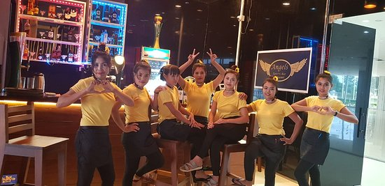 Angels Sports-Bar Restaurant: Angels sitting by the bar!