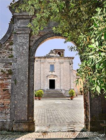 Portale d'ingresso al complesso della Badia